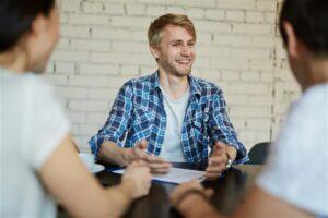 מה הגוף שלכם משדר בראיון עבודה