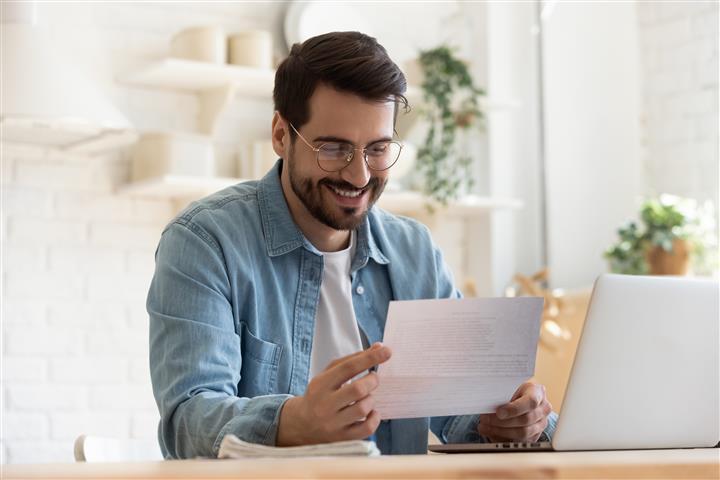מקבלים דמי אבטלה ולא מחפשים עבודה חדשה.